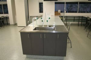 Stainless steel benches and sinks in new UTS lab extension